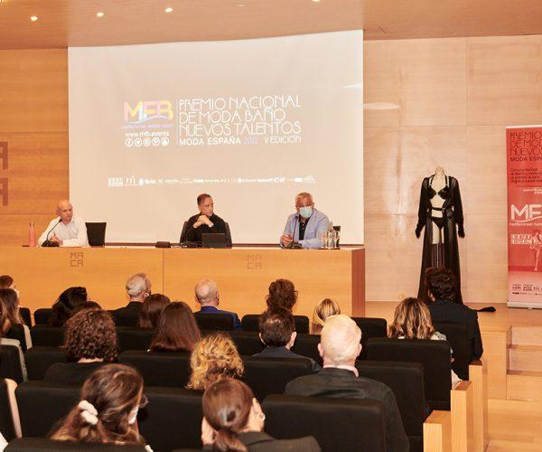 Mediterranean Fashion Beach (MFB) continua con su ronda de presentaciones de la V Edición del Concurso Nacional dediseño y confección en moda baño 2022, para seguir promocionando el talento de lamoda Española