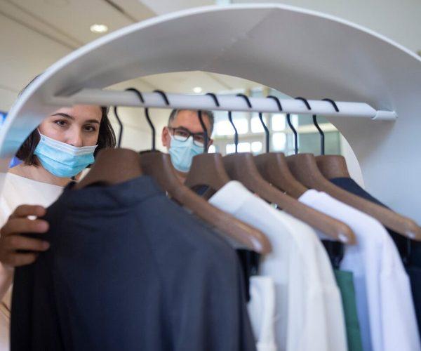 Las ventas de confección y moda se mantendrán en 2021 muy lejos del nivel prepandemia, según datos del Observatorio Sectorial DBK de INFORMA